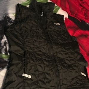 NORTH FACE PUFFER VEST SIZE SMALL